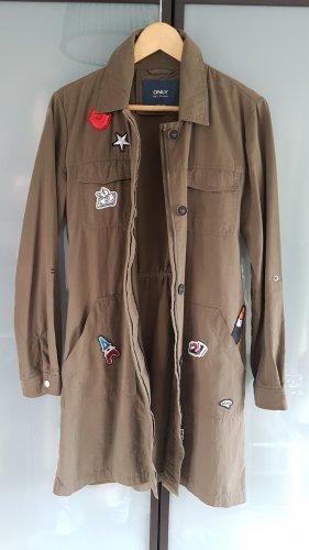 ONLY coole leichte Jacke mit Badges oliv M