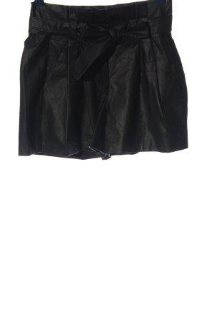 Only Pantalón corto de talle alto negro look casual