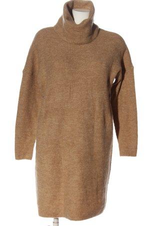 Only Vestido tipo jersey marrón moteado look casual