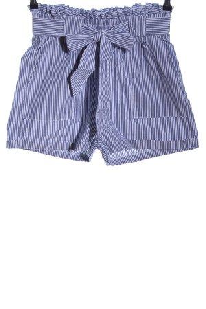 Only Shorts azul-blanco estampado a rayas look casual
