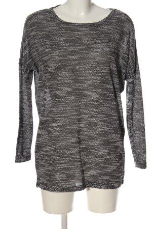 Only Camisa tejida gris claro moteado look casual