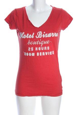 Only V-Ausschnitt-Shirt rot-weiß Schriftzug gedruckt Casual-Look