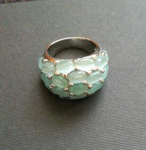 Opulenter Ring mit Katzenaugenimitationen