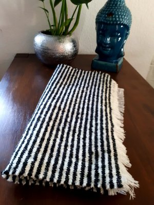 Opus Knitted Scarf white-black