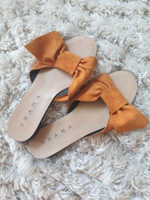 orange gelber Schuh