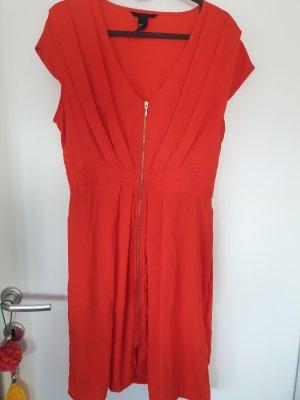 orange-rotes Kleid