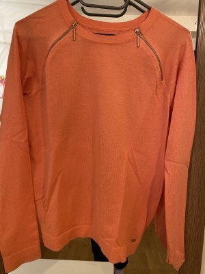 Orangefarbener Pullover