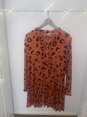 Orangefarbenes Kleid im Leomuster von Asos