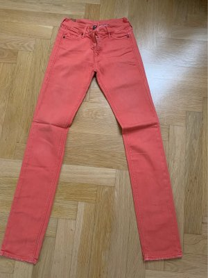 Orangene Hose