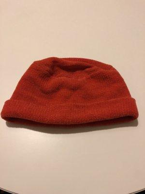 Orangene Mütze