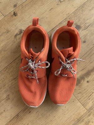 Orangene Nikes