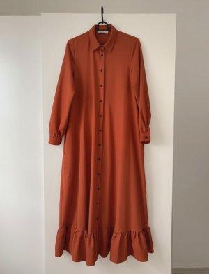 Orangenes Kleid mit Gürtel