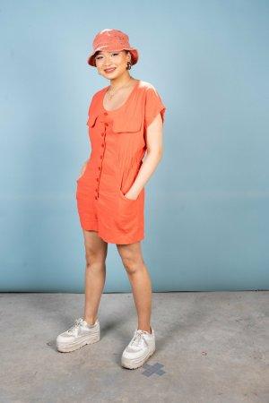 Oranger Einteiler mit Rücken-Cutout in L