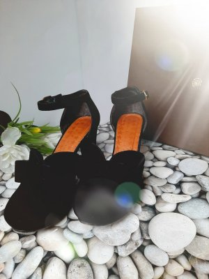 Chie Mihara Strapped pumps black