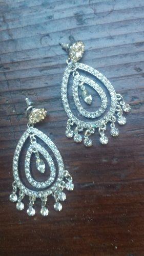 Orientalische Ohrringe in Tropfenform