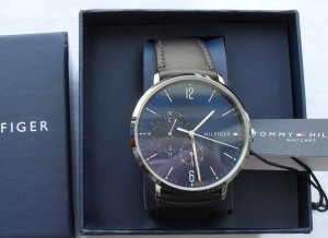 Tommy Hilfiger Reloj con pulsera de cuero multicolor tejido mezclado