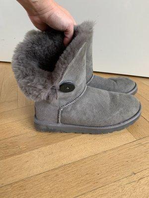 UGG Botas de piel gris