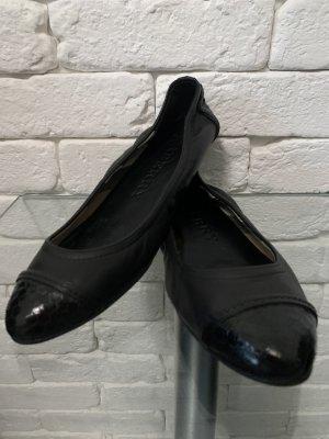 Burberry Ballerinas with Toecap black