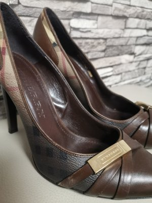 Burberry Pointed Toe Pumps multicolored