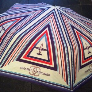 Original Chanel Airlines Regenschirm VIP Gift Paris Fashion Umbrella