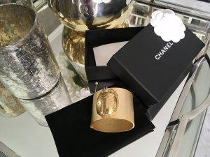 Chanel Bracelet de bras doré