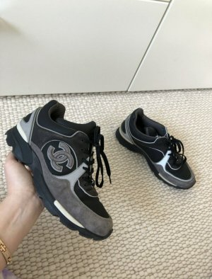 Chanel Zapatillas altas color plata-negro