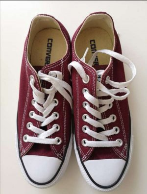 Original CONVERSE low CHUCKS in classic bordeaux Rot, Gr. 37