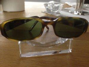 Original Gucci Sonnenbrille mit Hardcase IDNr. Am Bügel