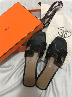 Hermès Sandalias de tiras negro