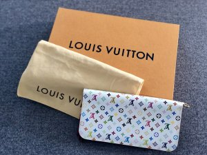 Original Louis Vuitton Zippy Wallet