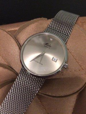 Reloj con pulsera metálica color plata acero inoxidable