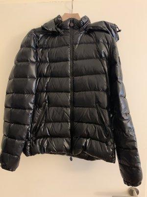Original schwarze Daunenjacke von Moncler, Größe 4. nur ein paar mal getragen, wie neu!