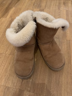 Original UGG 37 Bailey Button Chestnut