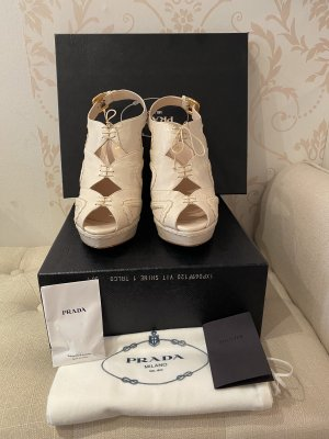 Originale, cremefarbene Prada Schuhe
