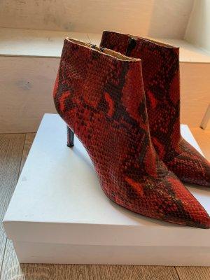 Originalverpackt und wie neu (nur 1 mal drinnen getragen) - Superschöne und besondere Stiefeletten in Red Snake Optik