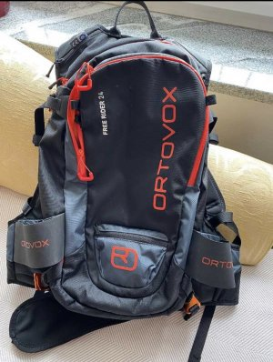 ORTOVOX Trekking Backpack black-dark red