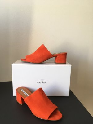 & other stories Mules Sandaletten rot 41 Wildleder