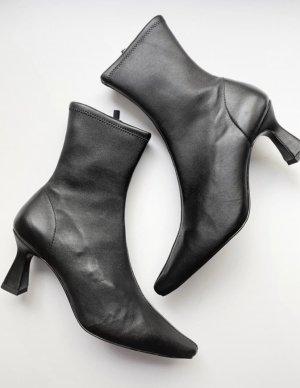 & Other Stories Schuhe Stiefeletten Spitz Leder Absatz Ausverkauft Blogger