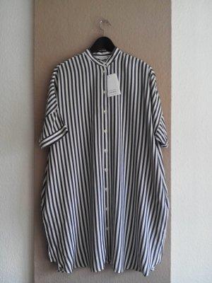 & other stories Robe chemise gris foncé-blanc cassé viscose