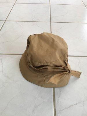 Cappello impermeabile color cammello