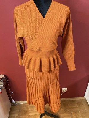Ensemble en tricot orange foncé