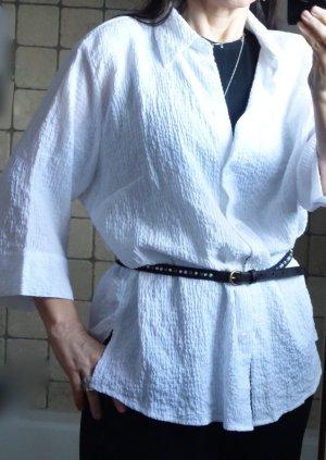 Outfit Classic Bluse, Blusenjacke, weiß, strukturiertes Material, Viskose, weich fallend, Kragen Knopfleiste, 3/4 Arm, Schlitze an den Seiten, Schulterpolster, neuwertig, Gr. 48 oder oversize bei Gr. 40/42
