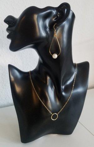 Ovale 18k Gold Creolen mit weißer Perle