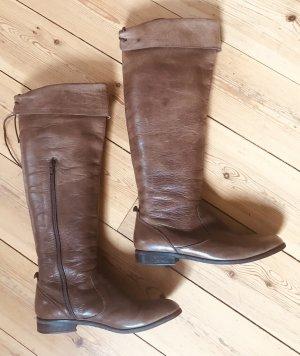 Botas sobre la rodilla marrón