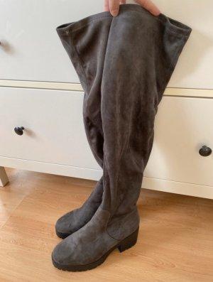 Overknee Stiefel von New Look in Velouroptik Grau, 40, für kurvige Mädels