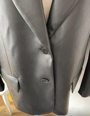 Oversize Blazer aus Kunstleder von Zara