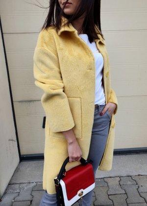 Cappotto in eco pelliccia giallo