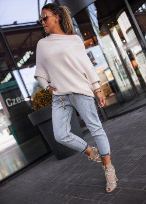 Bastet Sweter oversize w kolorze białej wełny-biały