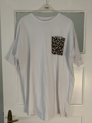 Oversize Shirt von ASOS in weiß mit Leoprint