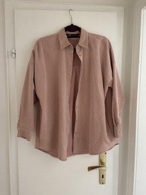 Oversized-Hemd-Bluse aus Cord von Zara